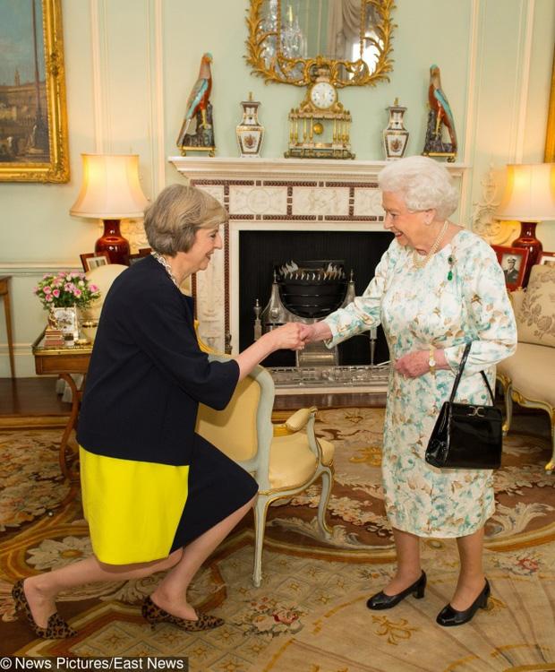 Biết 8 điều cấm kỵ này bạn sẽ nhận ra Hoàng gia Anh thực sự là nơi khắc nghiệt - Ảnh 2.