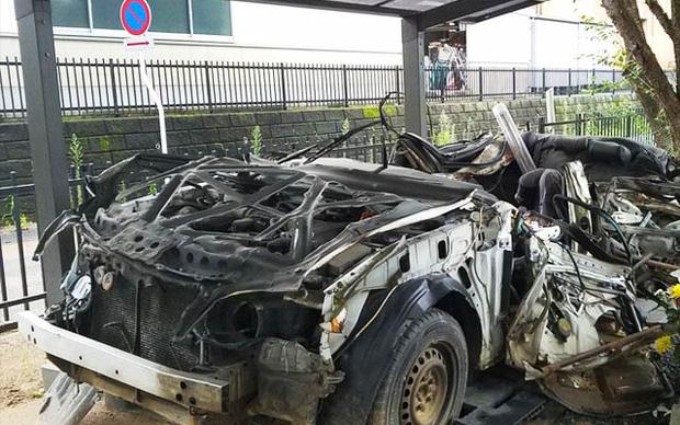 Chiếc xe ô tô bị đâm nát, sở cảnh sát Nhật Bản đem về thờ và câu chuyện khiến nhiều người rơi nước mắt - Ảnh 1.