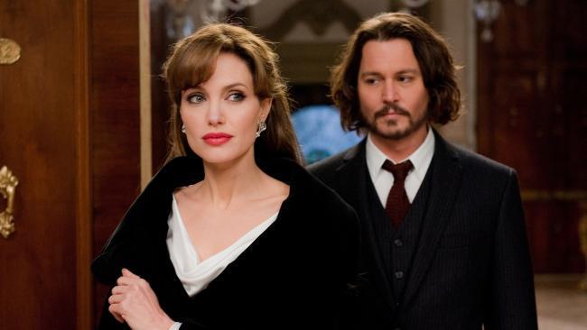 Angelina Jolie không quay lại với Brad Pitt vì đang hẹn hò với Johnny Depp? - Ảnh 1.