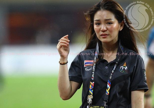 Nữ trưởng đoàn xinh đẹp của Thái Lan thất vọng vì mất việc - Ảnh 2.