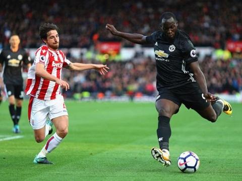ĐIỂM NHẤN Stoke 2-2 M.U: Bài học cần thiết cho Mourinho và giá trị của Lukaku - Ảnh 1.