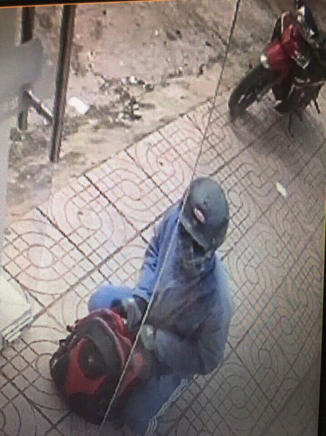 Vụ cướp ngân hàng ở Đồng Nai: Cha mẹ già chết đứng vì 2 con trai là nghi phạm - Ảnh 3.