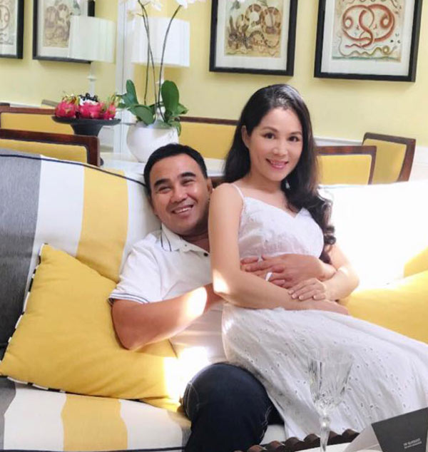 49 tuổi, hai con đã lớn, Quyền Linh và vợ vẫn tình cảm lãng mạn như thuở mới yêu  - Ảnh 1.