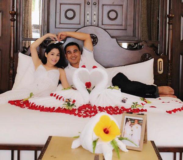 49 tuổi, hai con đã lớn, Quyền Linh và vợ vẫn tình cảm lãng mạn như thuở mới yêu  - Ảnh 2.