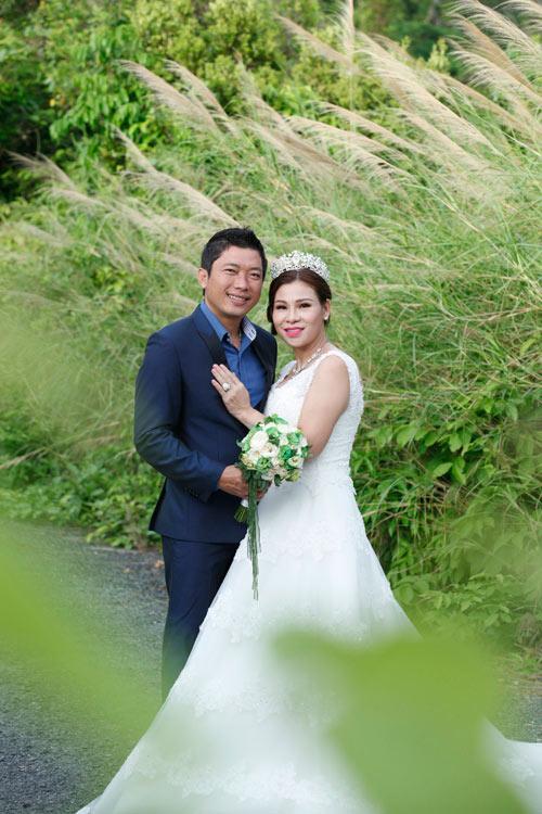 Cưới vợ hơn 1 năm, Kinh Quốc lần đầu tiên chia sẻ về người vợ đại gia bằng tuổi - Ảnh 1.