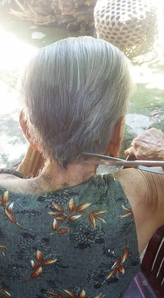 Chuyện tình 70 năm đẹp như giấc mơ của cụ ông trong bức hình tự tay cắt tóc cho vợ - ảnh 2