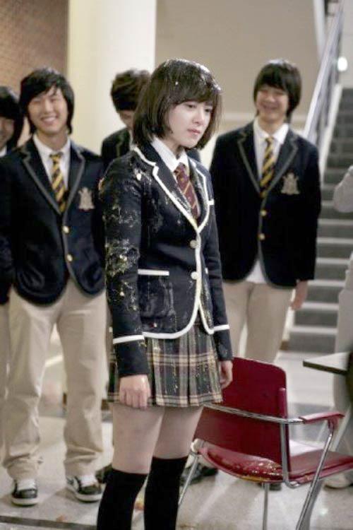 Bạo lực học đường ở Hàn Quốc: Sự thật đen tối đằng sau thế giới phim ảnh long lanh - Ảnh 1.