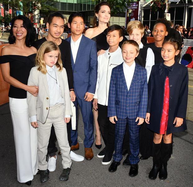 Phải chăng Angelina Jolie đá đểu Brad Pitt khi nói: Chưa ai từng sát cánh bên tôi như các con? - Ảnh 1.