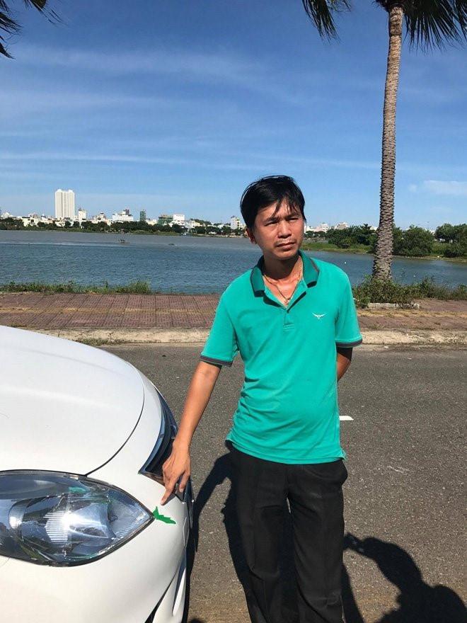"""Khách hàng đòi trả xe ô tô vì nghi ngờ bị """"mua nhầm xe taxi"""" - Ảnh 1."""