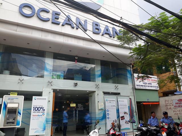 Vụ hơn 20 khách hàng gửi 400 tỷ ở OceanBank Hải Phòng: Sự việc bắt đầu từ 2012, một số sổ tiết kiệm có dấu hiệu giả  - Ảnh 1.