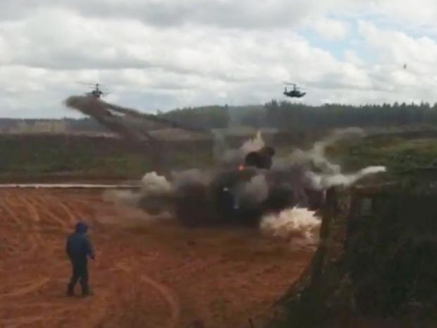 Zapad: Trực thăng Nga cướp cò, nã rocket trúng người xem ngay ngày TT Putin tới thị sát? - Ảnh 3.