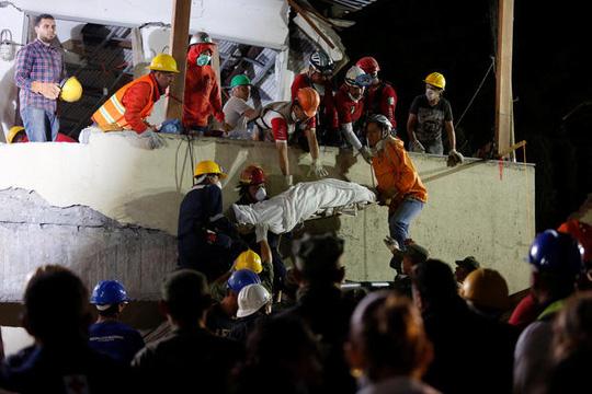 Động đất Mexico: Hối hả cứu người sau khi thấy cánh tay cử động - Ảnh 2.