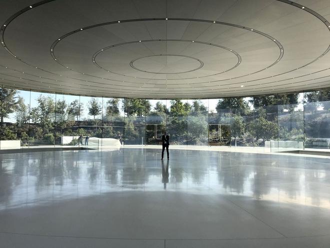 Bên trong Nhà hát Steve Jobs - nơi diễn ra sự kiện Apple - một tuyệt tác như chính chiếc iPhone vậy - Ảnh 1.