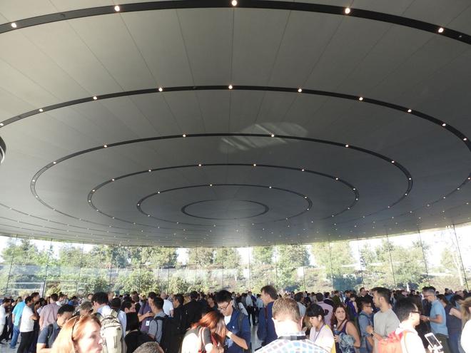 Bên trong Nhà hát Steve Jobs - nơi diễn ra sự kiện Apple - một tuyệt tác như chính chiếc iPhone vậy - Ảnh 2.