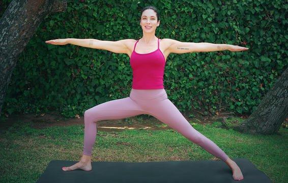 5 tư thế yoga tăng cường cơ sàn chậu không kém Kegel sẽ khiến bạn rèn luyện tốt hơn - Ảnh 2.