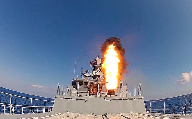 Bắn hết sạch tên lửa Kalibr sát thần, hủy diệt IS ở Syria, chiến hạm Nga đi đâu? - Ảnh 1.