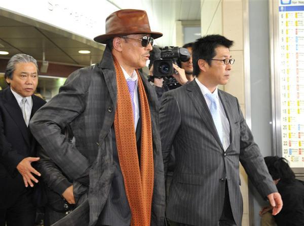 Bí ẩn cuộc đời trùm mafia Nhật Bản: Ngày buôn vũ khí, giết người, tối làm thơ  viết truyện - Ảnh 6.