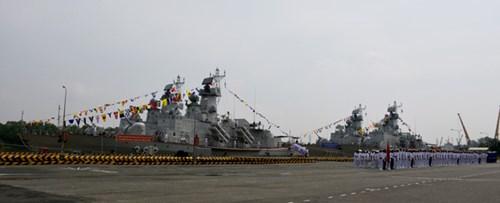 [ẢNH] Bàn giao và thượng cờ hai tàu tên lửa hiện đại 382 và 383  - Ảnh 1.