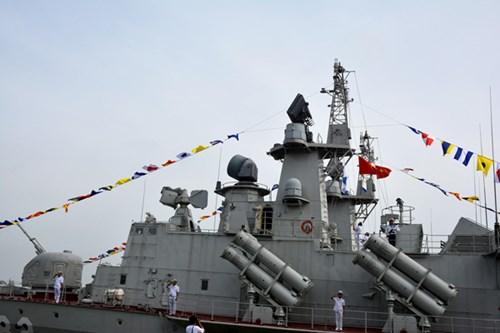 [ẢNH] Bàn giao và thượng cờ hai tàu tên lửa hiện đại 382 và 383  - Ảnh 2.