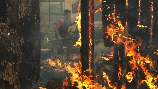 Lửa cháy ngút trời khắp California, hàng chục người chết - Ảnh 2.