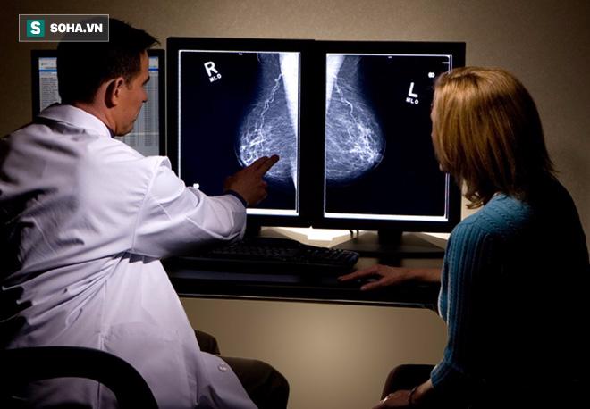 Bạn phải làm gì nếu phát hiện mắc ung thư vú giai đoạn rất sớm? - Ảnh 2.