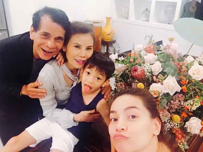 Kim Lý vui vẻ đi dự sinh nhật mẹ Hồ Ngọc Hà sau tin đồn chia tay - Ảnh 2.