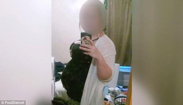 """""""Chửa trâu"""" 10 tháng chưa đẻ, gia đình bàng hoàng khi phát hiện bí mật đen tối của cô con gái tuổi teen - Ảnh 1."""