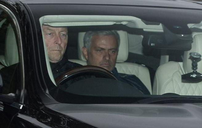 Ibrahimovic tái ngộ Mourinho ở trung tâm Carrington - Ảnh 1.