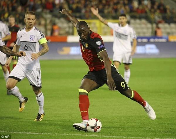 Mourinho tức điên vì Lukaku vẫn phải 'cày' dù đang chấn thương - Ảnh 1.