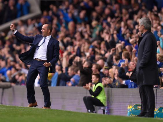 Mourinho tức điên vì Lukaku vẫn phải 'cày' dù đang chấn thương - Ảnh 2.