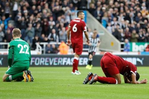 Mourinho sẽ lại dùng xe bus 2 tầng chống Liverpool - Ảnh 1.