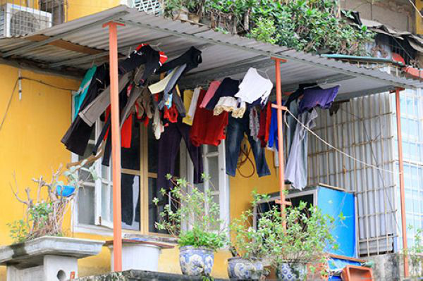 Trời mưa nhiều, giặt và phơi phải biết những mẹo này thì quần áo mới nhanh khô - Ảnh 2.