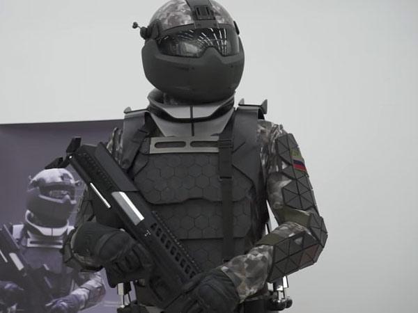 Chiếc đồng hồ bí ẩn trên bộ giáp chiến binh siêu đẳng Nga - Ảnh 1.