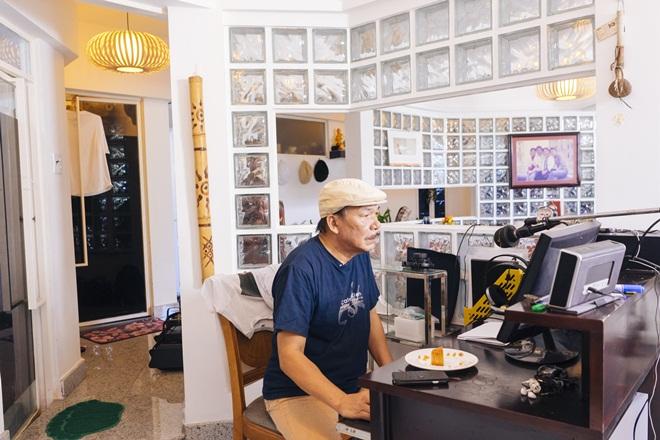 Tiết lộ cuộc sống đẹp như mơ của nhạc sĩ Trần Tiến và vợ sau 8 năm ở Vũng Tàu  - Ảnh 1.