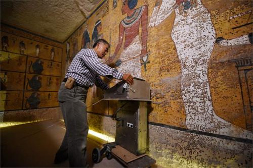 Căn phòng bí mật đầy của cải trong mộ vua Tut - Ảnh 1.