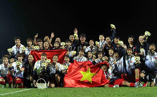 Sếp đội tuyển nữ VN lên tiếng vụ cầu thủ nữ góp tiền mua tivi cho HLV - Ảnh 1.