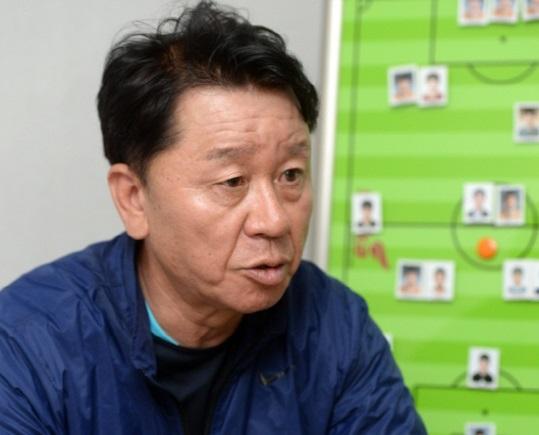 HLV Chung Hae Seong tiết lộ lý do chọn HAGL - Ảnh 1.