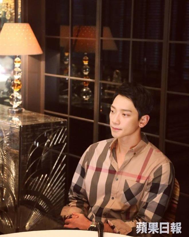 Không chỉ về nhà đúng giờ, Bi Rain thường xuyên vào bếp nấu ăn cho vợ bầu Kim Tae Hee  - Ảnh 1.