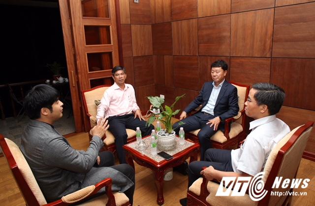 HLV Chung Hae Seong 'choáng' khi làm tướng nhà bầu Đức - Ảnh 2.