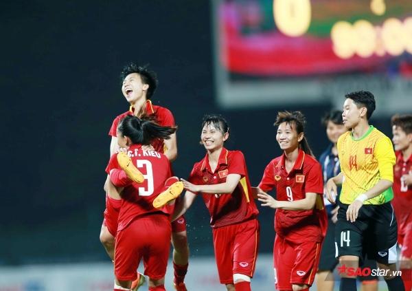 'Hoa khôi' bóng đá Tuyết Dung được BBC chọn là 100 phụ nữ tiêu biểu toàn cầu  - Ảnh 2.