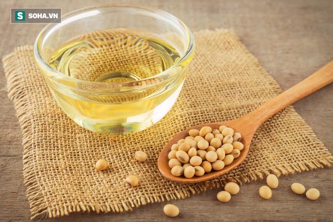 Các nhà khoa học phát hiện ra: Mỗi ngày ăn 2 thìa dầu đậu nành đem lại lợi ích bất ngờ - Ảnh 1.