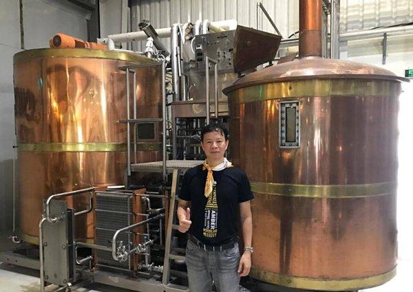 Bia sả, ớt, bia chanh leo củ dền: Hàng lạ made in Vietnam - Ảnh 1.
