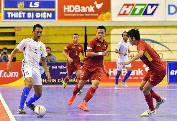 BLV Quang Huy chỉ rõ lý do Futsal Việt Nam thua choáng váng Malaysia - Ảnh 1.