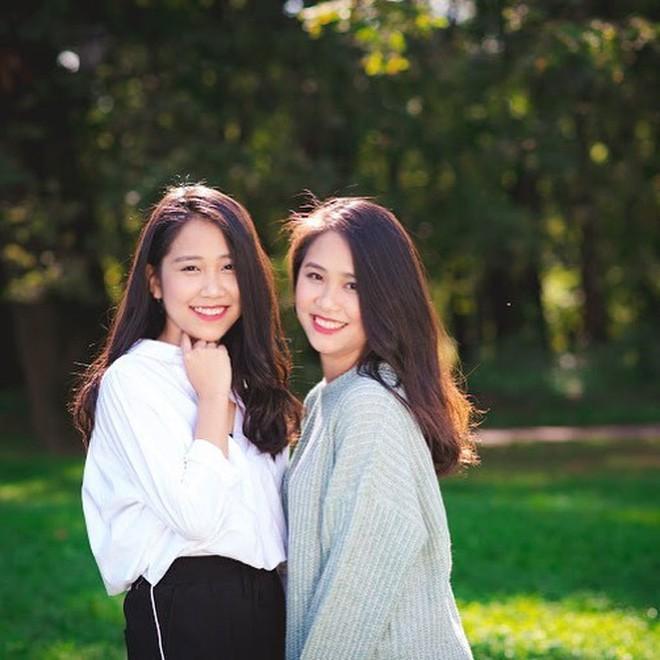 Lại thêm một cặp chị em song sinh 9x siêu dễ thương đến từ Nghệ An - Ảnh 1.