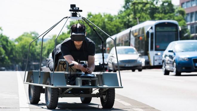 Dự án kỳ lạ này cho con người nhìn bằng đôi mắt của xe tự lái - Ảnh 2.