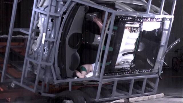 Hyundai phát triển hệ thống túi khí cửa sổ trời đầu tiên trên thế giới - Ảnh 1.
