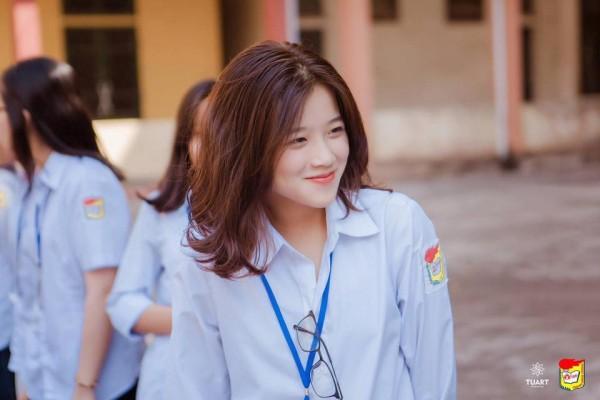 Nữ sinh 10X xinh xắn bỗng chốc nổi tiếng vì giống… hot teen ung thư Linh Ka - ảnh 1
