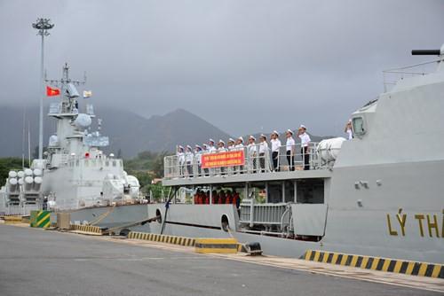 Đoàn công tác do Đại tá Phan Tuấn Hùng, Phó Tham mưu trưởng Quân chủng Hải quân làm Trưởng Đoàn.