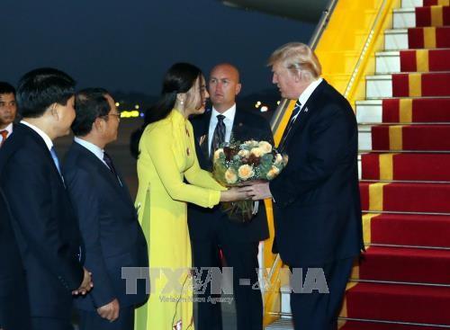 Chân dung thiếu nữ tặng hoa Chủ tịch Trung Quốc Tập Cận Bình tại Nội Bài trưa nay  - Ảnh 3.