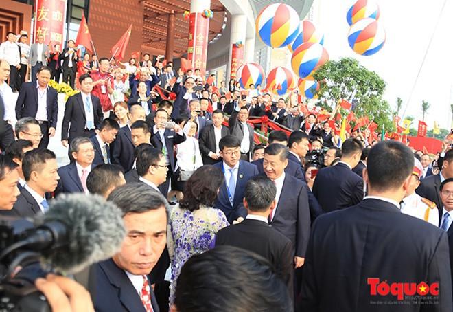 Tổng Bí thư, Chủ tịch Trung Quốc Tập Cận Bình dự lễ khánh thành Cung hữu nghị Việt - Trung - Ảnh 1.